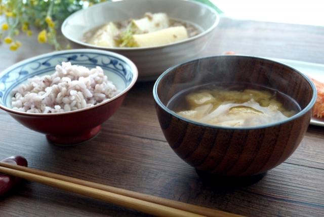 味噌汁とかぶのそぼろ煮
